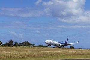 Attérissage au ras de l'eau - Aéroport - Hanga Roa - Ile de Paques
