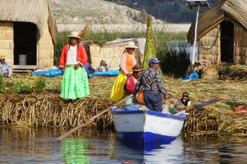 Une ile flottante - Uros - Lac Titicaca - Pérou