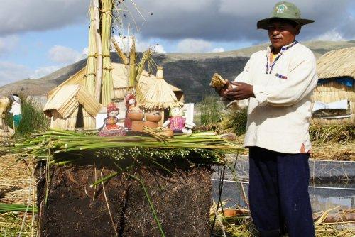 Construction de l'ile - Uros - Lac Titicaca - Pérou